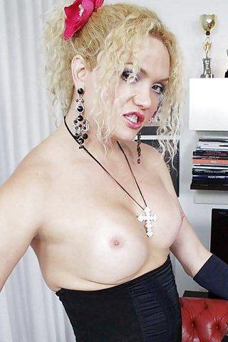ashemaletube blonde cuir