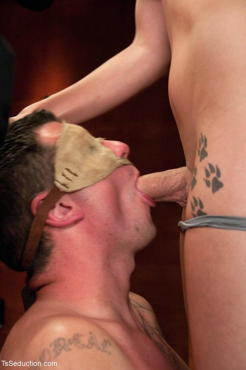 Транс кончяет мужыку в рот порно 18 фотография