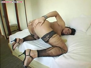 Latina tranny craving for lavish cumshot