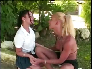 Blonde Tgirl bonks a chick in both holes outside