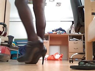 Teen slut in black pantyhose and heels