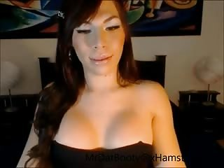 Flaming tranny babe plays with dildo on cam