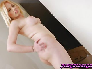 Blonde Tranny Mirela Abelha Pumps her Shaft