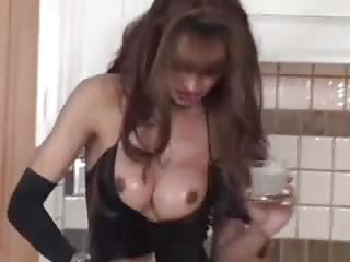Kitchen solo from a leggy tranny