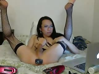 Amateur Asian uses her dildo