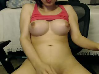 Amateur busty tranny wanks off her dick