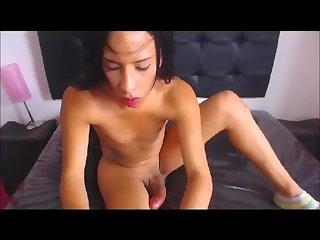 Hung web cam girl cums