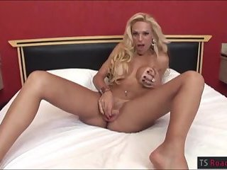 Brazilian TS and hotbabe tag teamed cock